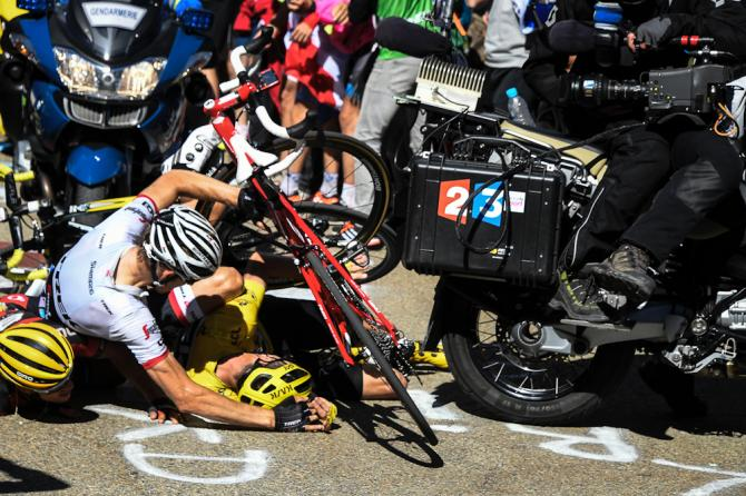 Tdf 2016 stage 12 froome crashes and bike broken but for Richie porte tour de france 2016