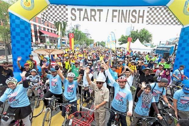 Strong crowd of cyclists participated in MPAJ's Jalur Gemilang ride recently. (TheStar)